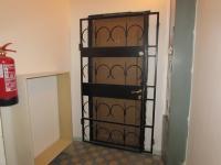 vstupní dveře do bytu s nadstandartní ochranou (Prodej bytu 3+kk v osobním vlastnictví 58 m², Cheb)
