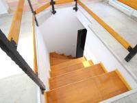 Mezonetové schodiště (Prodej bytu 3+1 v osobním vlastnictví 66 m²)