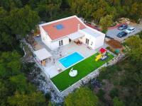 Obklopeno zelení (Prodej domu v osobním vlastnictví 120 m², Crikvenica)