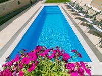 bazén pro opravdové vyžití (Prodej domu v osobním vlastnictví 200 m², Pazin)