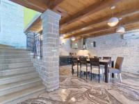 interiér prodchnutý vzdušností  (Prodej domu v osobním vlastnictví 200 m², Pazin)