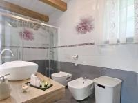 toaleta v plné výbavě (Prodej domu v osobním vlastnictví 200 m², Pazin)