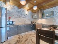 kuchyn s mramorem (Prodej domu v osobním vlastnictví 200 m², Pazin)