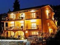 večerní osvětlení podtrhuje atmosféru (Prodej domu v osobním vlastnictví 350 m², Crikvenica)