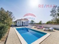 Prodej domu v osobním vlastnictví 130 m², Nin