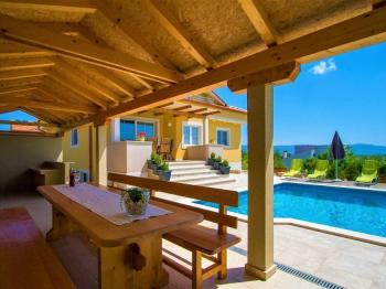 rozsáhlé prostory pro mnohostranné vyžití - Prodej domu v osobním vlastnictví 320 m², Marčana