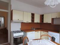 kuchyň včetně spotřebičů (Prodej bytu 3+1 v osobním vlastnictví 79 m², Cheb)