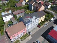 pohled  na dům z výšky - Prodej bytu 2+kk v osobním vlastnictví 50 m², Cheb