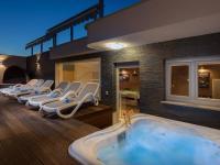 VIP odpočinek bez bublinek nelze - Prodej domu v osobním vlastnictví 410 m², Rogoznica