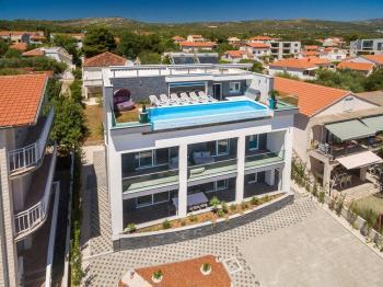 neotřelé provedení bazénu - Prodej domu v osobním vlastnictví 410 m², Rogoznica