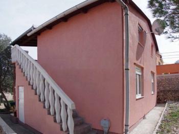 každý apartmán má svůj vchod - Prodej domu v osobním vlastnictví 120 m², Ždrelac