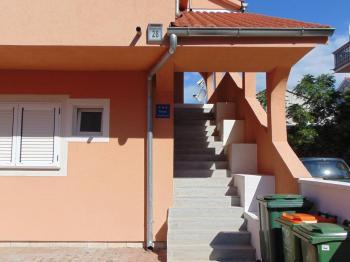 vstup do horních apartmánů - Prodej domu v osobním vlastnictví 235 m², Vodice