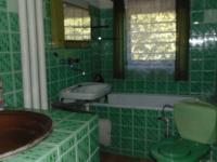 koupelna v suterénu - Prodej domu v osobním vlastnictví 180 m², Karlovy Vary