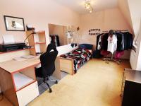 studentský pokoj  (Prodej bytu 5+kk v osobním vlastnictví 165 m², Říčany)