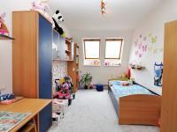 dětský pokoj 1 (Prodej bytu 5+kk v osobním vlastnictví 165 m², Říčany)