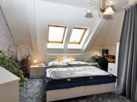 ložnice 1 (Prodej bytu 5+kk v osobním vlastnictví 165 m², Říčany)