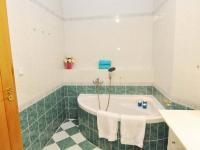 koupelna s vanou (Prodej bytu 5+kk v osobním vlastnictví 165 m², Říčany)