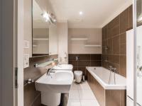 Koupelna (Prodej bytu 2+kk v osobním vlastnictví 86 m², Praha 7 - Holešovice)