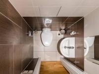 Samostatné WC (Prodej bytu 2+kk v osobním vlastnictví 86 m², Praha 7 - Holešovice)