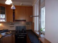 Vybavená kuchyně v přízemí domu, přístupná z menší místnosti. (Pronájem kancelářských prostor 220 m², Teplice)