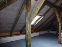 Úložné podkroví přístupné z patra domu - po úpravě např. prostor pro zasedací místnost? (Pronájem kancelářských prostor 220 m², Teplice)