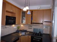 Kuchyňská linka + prostor pro lednici. (Pronájem kancelářských prostor 220 m², Teplice)
