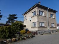 Dvoupodlažní dům s možností využití posezení v zahradě. (Pronájem kancelářských prostor 220 m², Teplice)