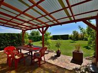 Terasa (Prodej domu v osobním vlastnictví 170 m², Větrušice)