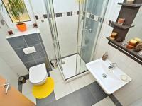 Koupelna v přízemí (Prodej domu v osobním vlastnictví 170 m², Větrušice)