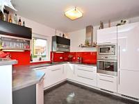 Kuchyňský kout (Prodej domu v osobním vlastnictví 170 m², Větrušice)