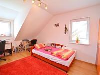 4. pokoj v 1. patře (Prodej domu v osobním vlastnictví 170 m², Větrušice)