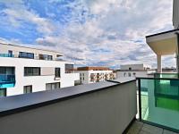 Výhled z terasy bytu. (Prodej bytu 3+kk v osobním vlastnictví 84 m², Praha 9 - Letňany)