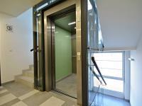 Výtah. (Prodej bytu 3+kk v osobním vlastnictví 84 m², Praha 9 - Letňany)
