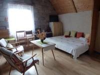 Obytná místnost v 1. patře (Prodej domu v osobním vlastnictví 82 m², Bystřice)