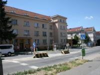 Zastávka MHD před domem. (Prodej bytu 2+kk v osobním vlastnictví 70 m², Praha 9 - Vysočany)