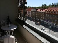 Lodžie s otevřeným výhledem. (Prodej bytu 2+kk v osobním vlastnictví 70 m², Praha 9 - Vysočany)