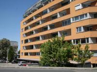 Rezidenční holandský dům - novostavba z roku 2005. (Prodej bytu 2+kk v osobním vlastnictví 70 m², Praha 9 - Vysočany)