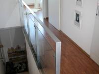 Chodba patra bytu mezi OP s kuchyní a ložnicí. (Prodej bytu 2+kk v osobním vlastnictví 70 m², Praha 9 - Vysočany)