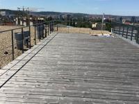 Společná střešní terasa domu. (Prodej bytu 2+kk v osobním vlastnictví 70 m², Praha 9 - Vysočany)