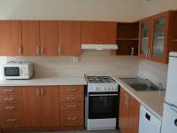 Pohled z OP do kuchyně. (Pronájem bytu 3+1 v osobním vlastnictví 65 m², Praha 8 - Kobylisy)