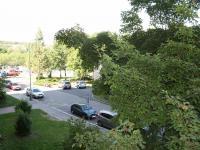 Výhled z okna pokoje. (Pronájem bytu 3+1 v osobním vlastnictví 65 m², Praha 8 - Kobylisy)