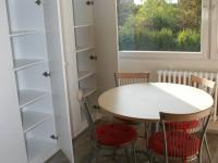 Úložné prostory kuchyně! (Pronájem bytu 3+1 v osobním vlastnictví 65 m², Praha 8 - Kobylisy)