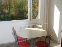 Jídelní část kuchyně. (Pronájem bytu 3+1 v osobním vlastnictví 65 m², Praha 8 - Kobylisy)