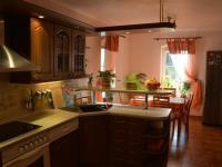 Kuchyň (Prodej domu v osobním vlastnictví 198 m², Jirny)