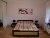 Ložnice (Prodej domu v osobním vlastnictví 198 m², Jirny)