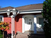 Vstup do domu (Prodej domu v osobním vlastnictví 198 m², Jirny)