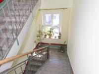 chodba  (Prodej domu v osobním vlastnictví 380 m², Praha 6 - Břevnov)