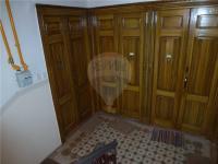Společá chodba - vstupní dveře bytu. (Pronájem bytu 2+kk v osobním vlastnictví 43 m², Praha 2 - Vinohrady)