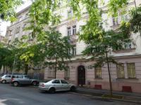 Pohled na dům -  ulice Moravská, Praha 2 - Vinohrady. (Pronájem bytu 2+kk v osobním vlastnictví 43 m², Praha 2 - Vinohrady)