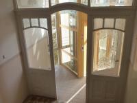 Výtah - vstup z mezipatra společné chodby domu domu. (Pronájem bytu 2+kk v osobním vlastnictví 43 m², Praha 2 - Vinohrady)
